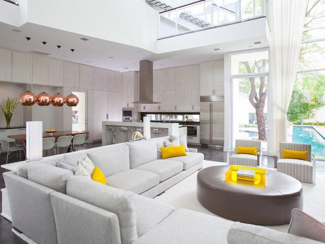 Большая белая гостиная с кухней 30 квадратов фото дизайн