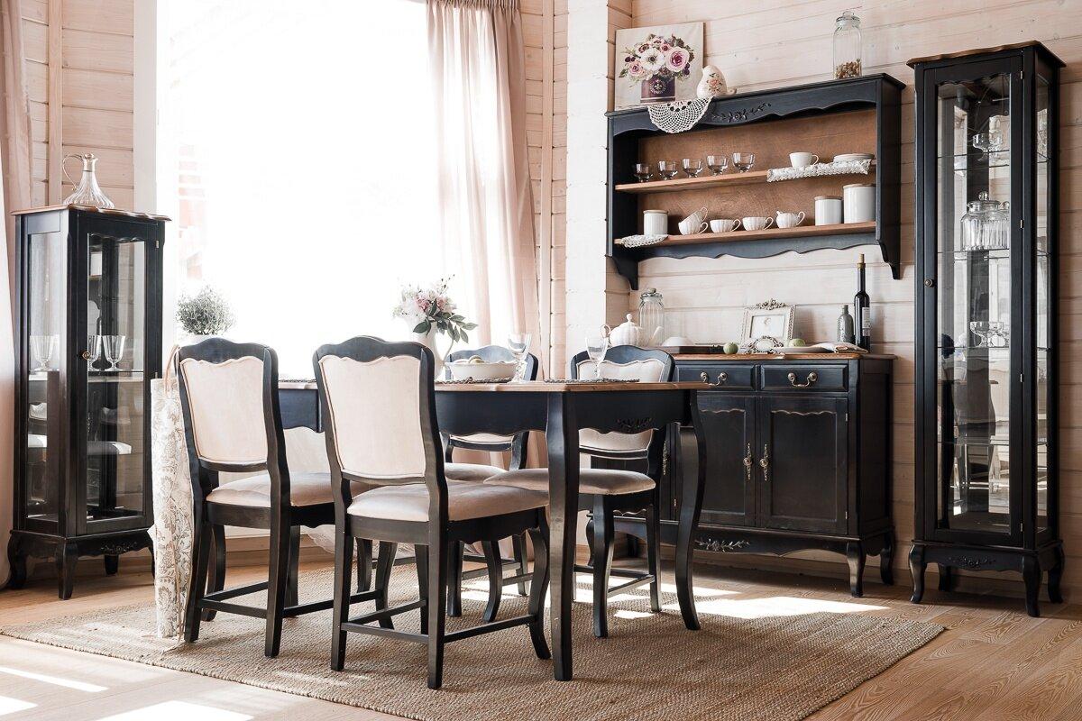 Черная мебель для гостиной выполненой в стиле прованс