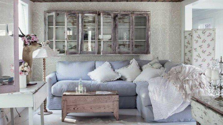 Гостиная в стиле прованс, голубой диван