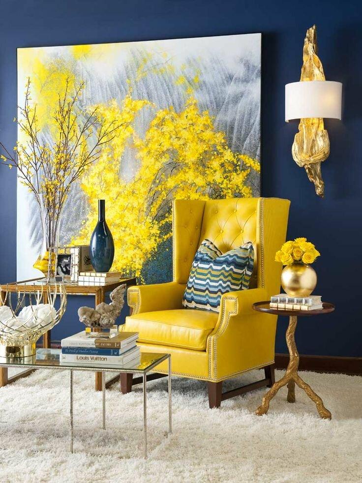 Крупная картина в интерьере гостиной