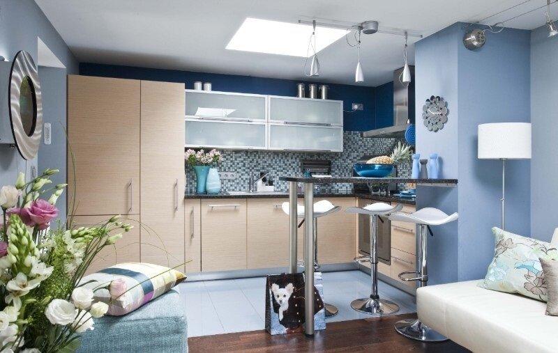 Зона кухни. объединной с гостиной, на 30 квадратах - фото дизайна