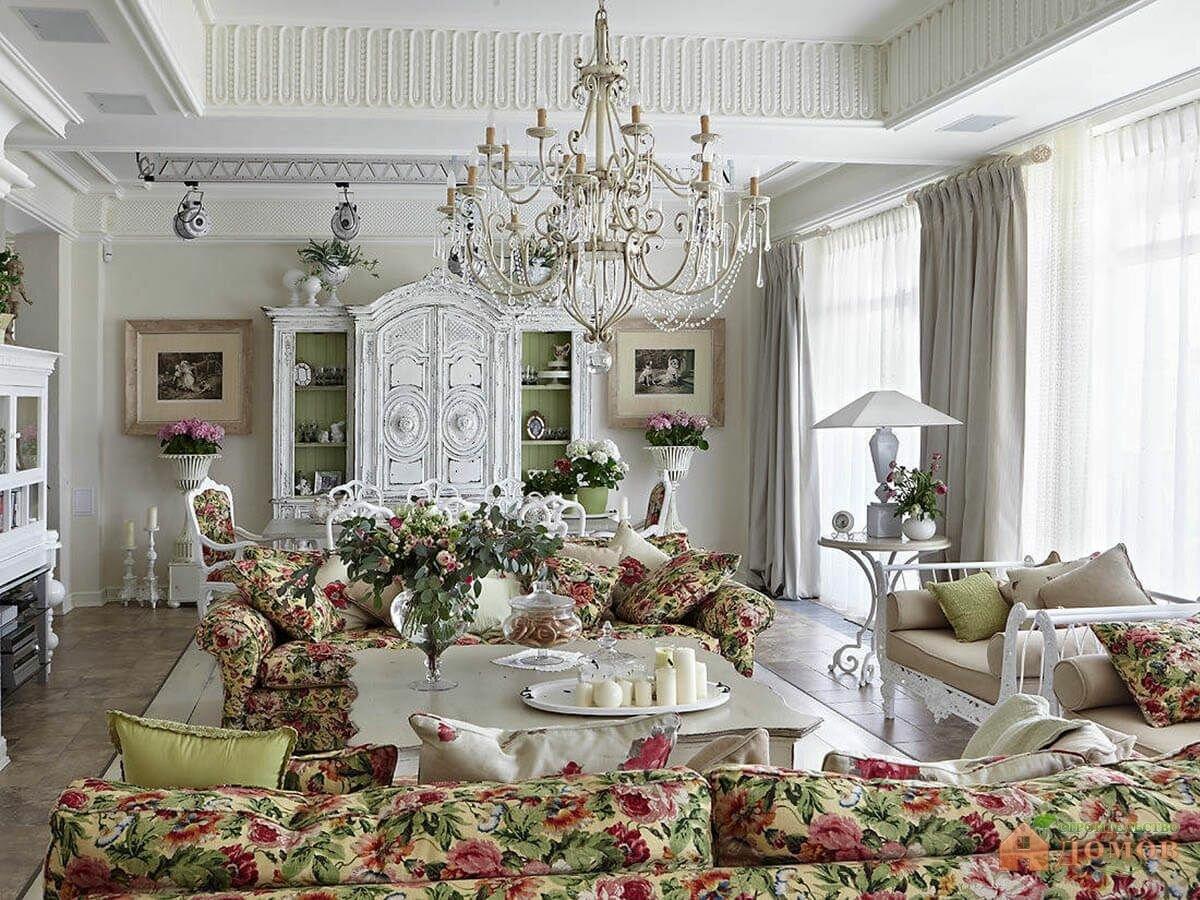 Люстра в гостиной прованс