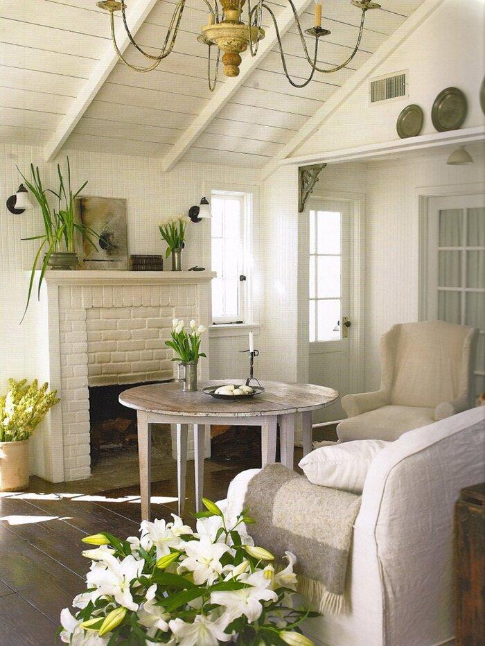Маленькая светлая гостиная прованс