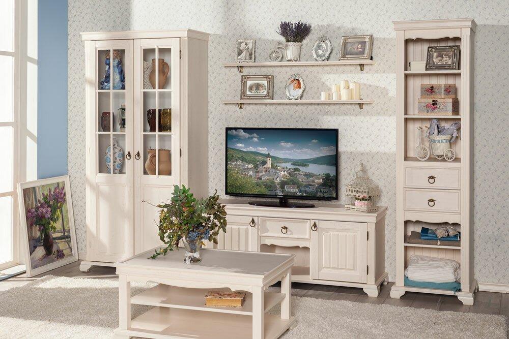 Мебель в светлых тонах для гостиной прованс
