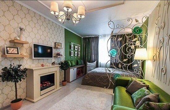 Пример того, как оригинально может быть зонирована совмещенная спальня и гостиная с камином