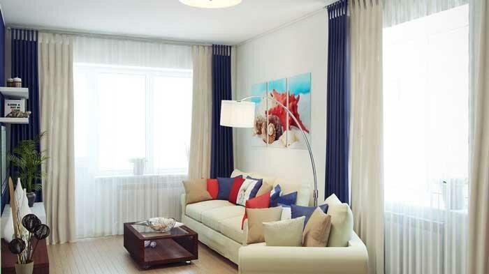 Синий и белый цвет в дизайне гостиной в хрущевке
