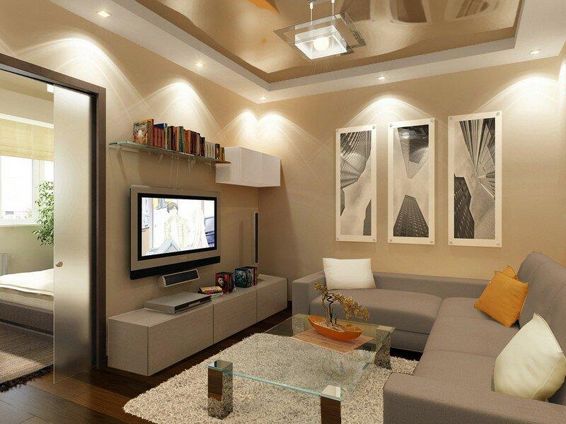 Светлый потолок в небольшой гостиной
