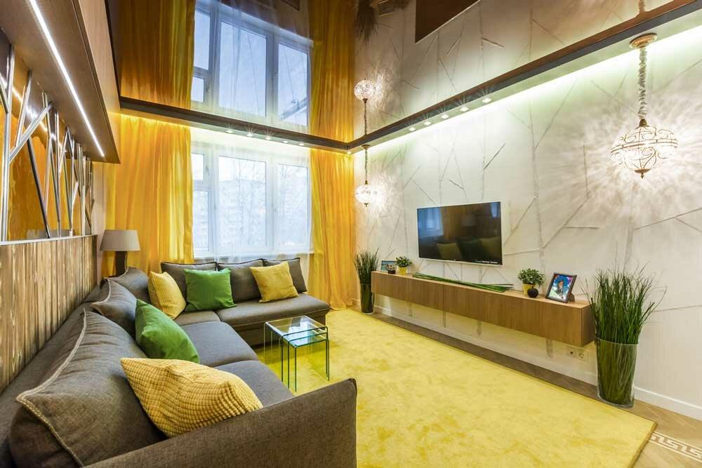 Желтые шторы в гостиной 20 кв м