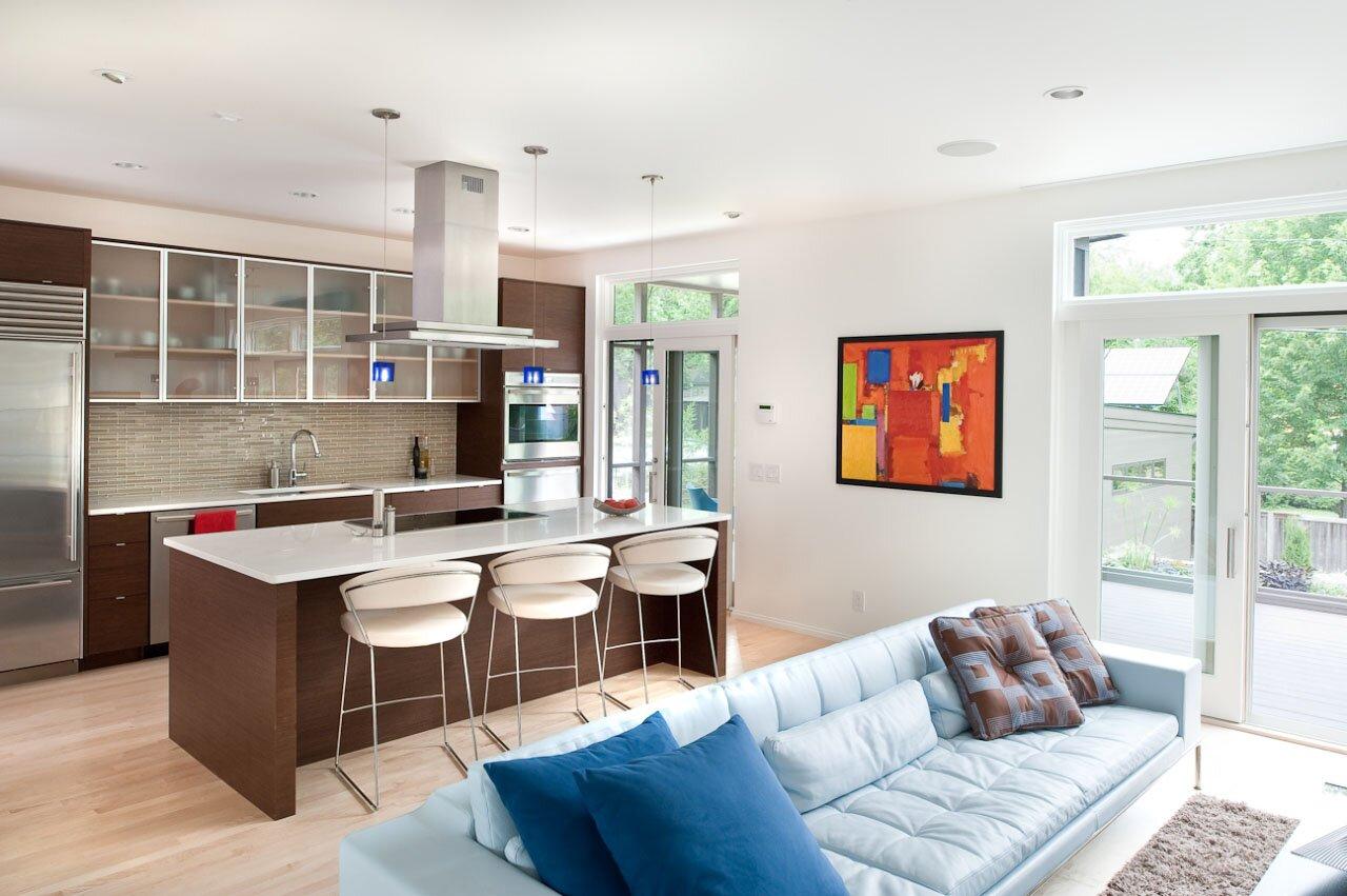 Как правильно и красиво обустроить гостиную, находящуюся в одной комнате с кухней