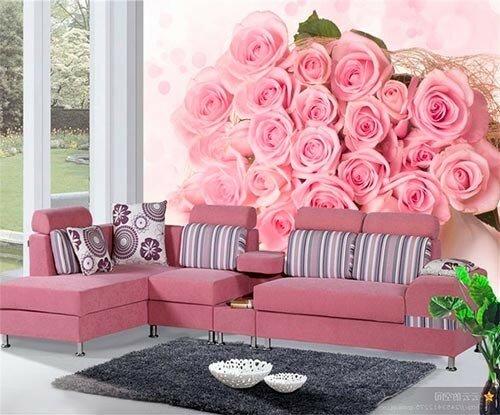 Розы на стене в гостиной
