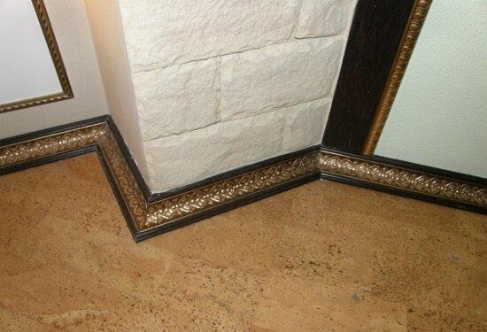 Элегантный плинтус с позолотой для исторических стилей интерьера гостиной
