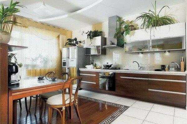 Сочетание плитки из керамогранита разного оттенка для гостиной в комбинированном полу