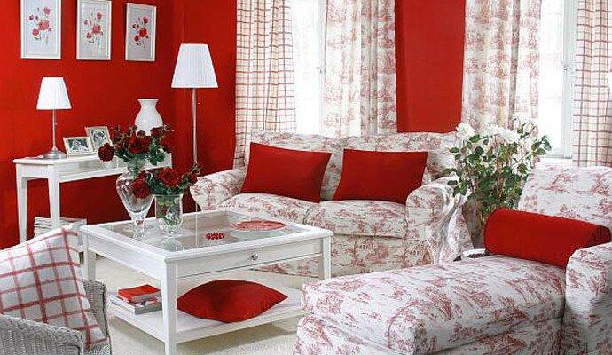 Уютная гостиная в кантри стиле в красном оттенке