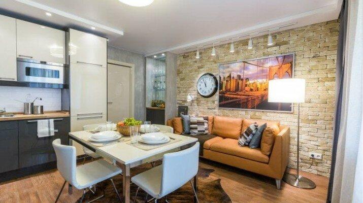 Кожаный-диван-в-интерьере-кухни-3-800x533